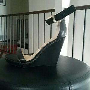 Guess black wedges size 9
